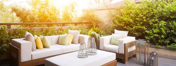 arredo giardino, divano esterno, tavolo in legno, gazebo, veranda