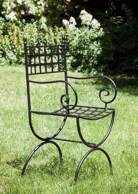 (Italiano) L'arredo giardino in ferro battuto: istruzioni per l'uso